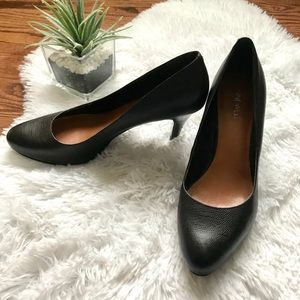 Nine West black pebbled leather heels pumps